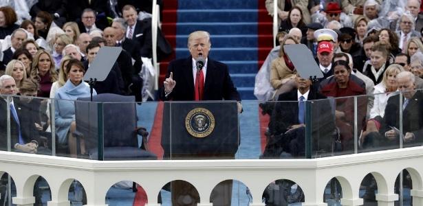 Trump assume presidência e diz que