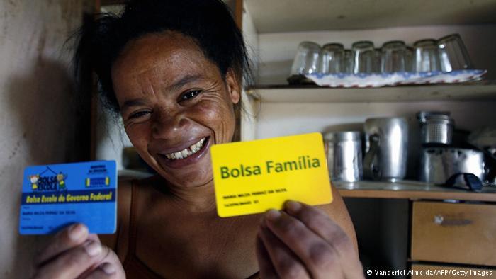 Governo espera que economia freie demanda por Bolsa Família