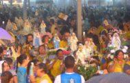 """Fiéis reverenciam """"Mãe de Jesus"""" em procissão durante o terceiro dia de Vinde e Vede"""