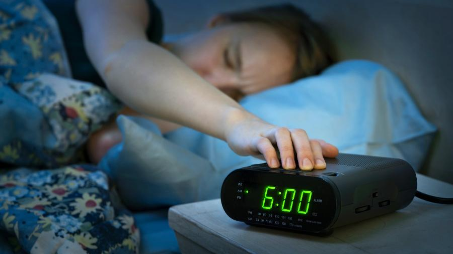 Tem dificuldade de acordar cedo? Então veja 9 dicas que mudarão sua vida