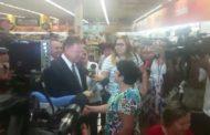 Vídeo Inédito - Ministro Blairo Maggi visita supermercado em Brasilia e tranquiliza consumidora