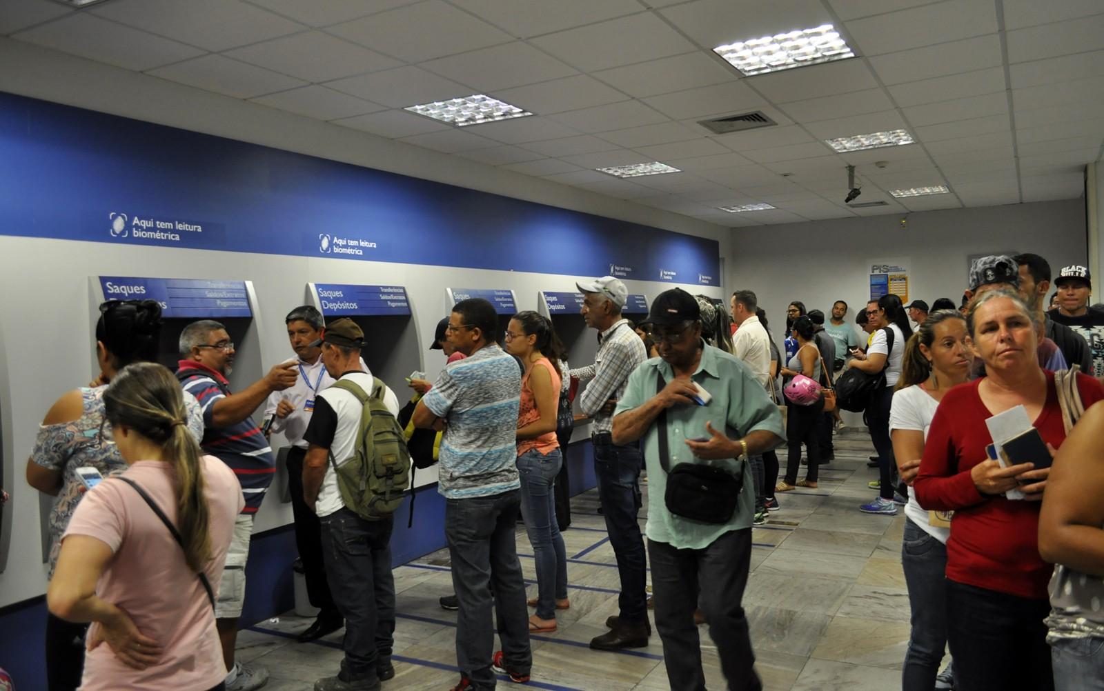 Saques de contas inativas do FGTS chegam a R$ 300 milhões