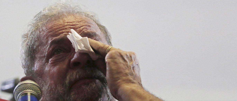 Lula chega para depor em Brasília sob forte esquema de segurança