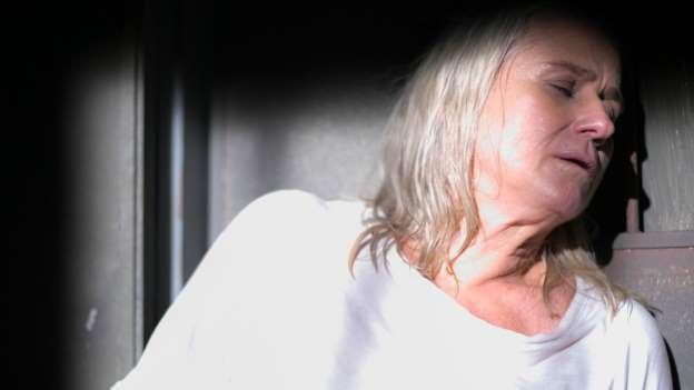 Final de 'A Lei do Amor': Magnólia morre ao se jogar na frente de trem