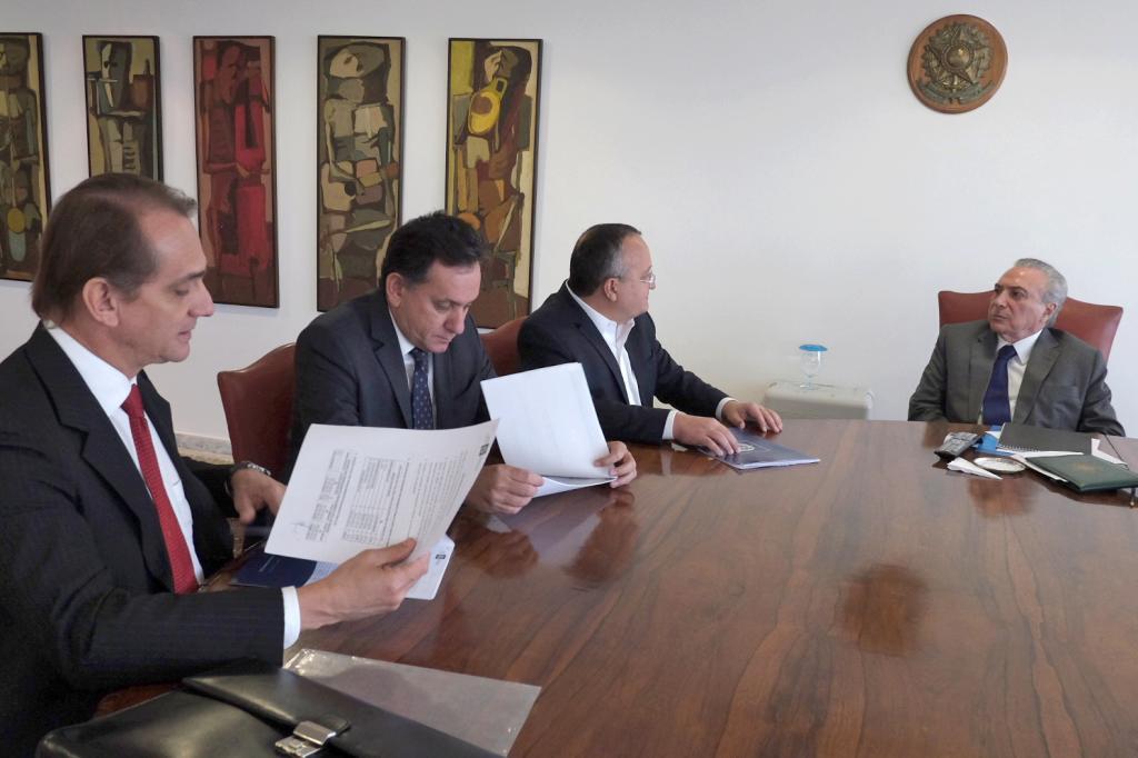 Presidente Temer garante a Taques apoio financeiro para retomar VLT