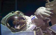 Astronautas da ISS fazem caminhada espacial