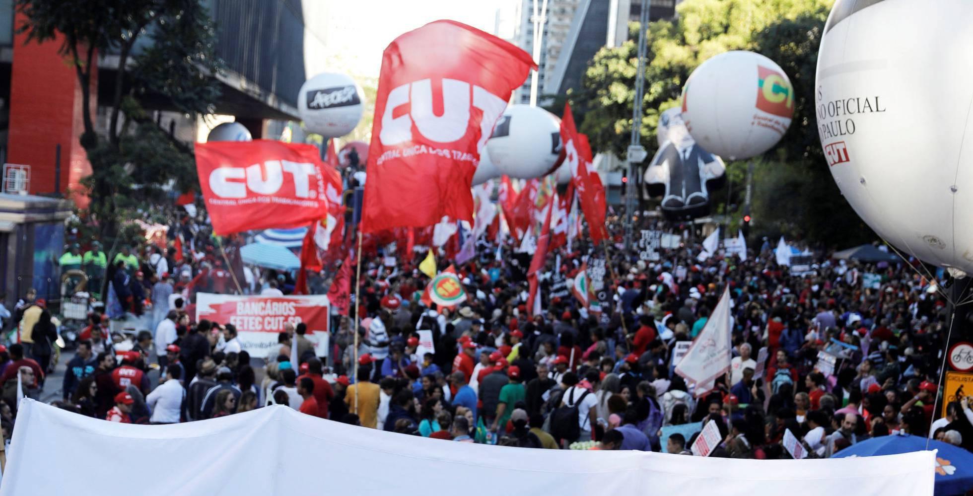 """Adesão à greve geral contra reformas cresce e fura a bolha """"Fora Temer"""""""