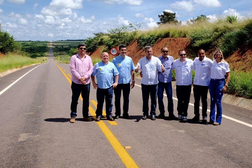 Governador anuncia pavimentação, entrega maquinários e balsa no Xingu