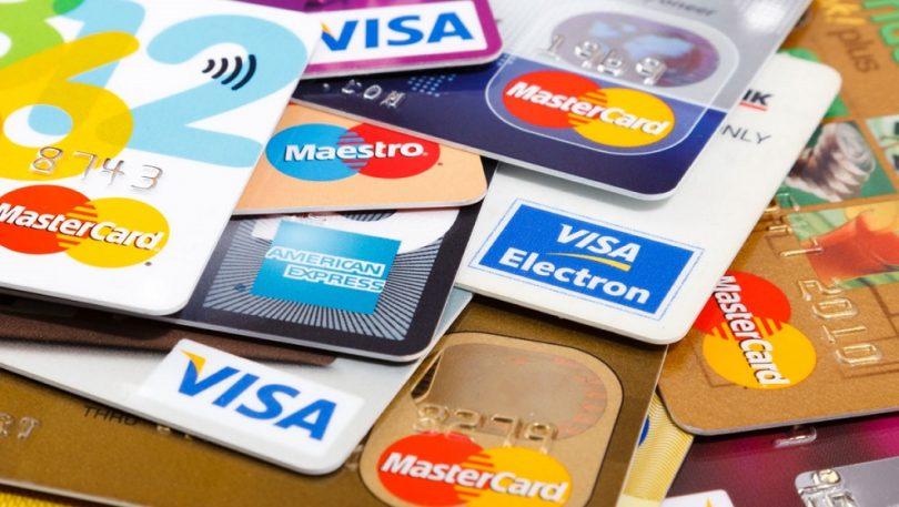 Juro do cartão de crédito rotativo sobe para 490% ao ano