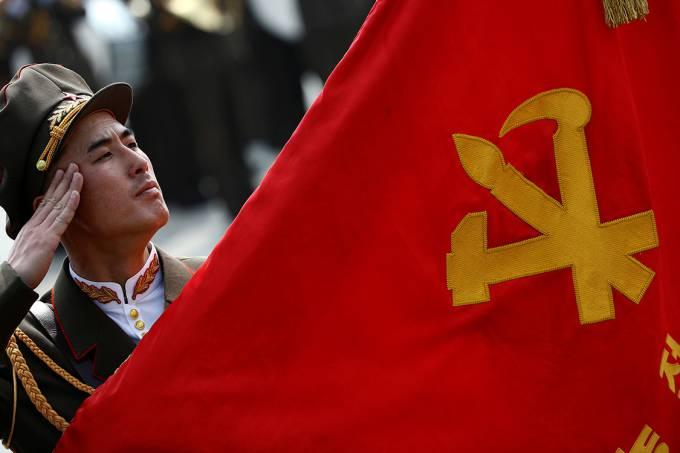 Tensão : Coreia do Norte desafia os EUA e faz exercício com fogo real