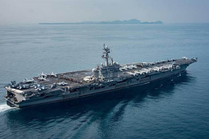 Após confusão, armada americana se aproxima da Coreia do Norte