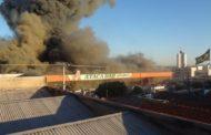 Rondonópolis: Incêndio de grandes proporções atinge o Atacadão (vídeos)