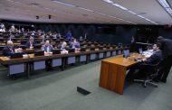 Governo 'cochila' e proposta de eleição direta avança em comissão