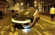 Carro de luxo é abandonado com joias e barras de ouro após acidente