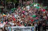 Milhares de pessoas iniciam manifestação pacífica contra G20 em Hamburgo