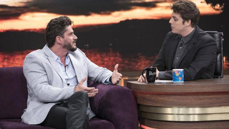 Marcos Harter concede entrevista para Fábio Porchat. (foto: Record TV/Reprodução)