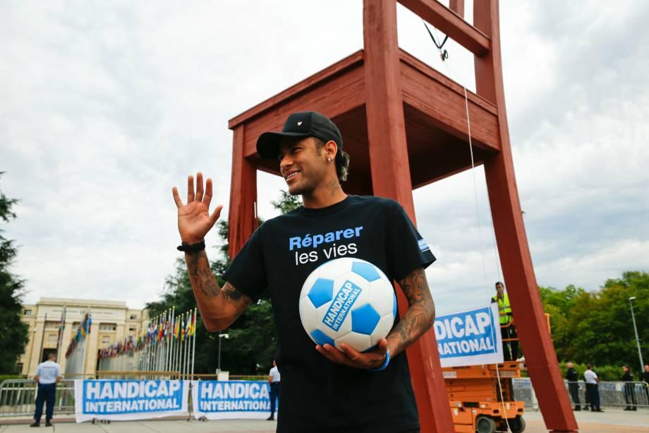 Ligação de Neymar com a igreja segue forte, com orações e dízimo