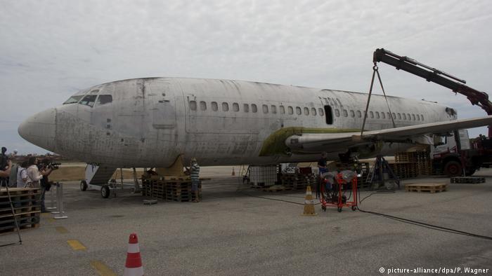 O avião  Landshut da Lufthansa, seqüestrado , retorna à Alemanha