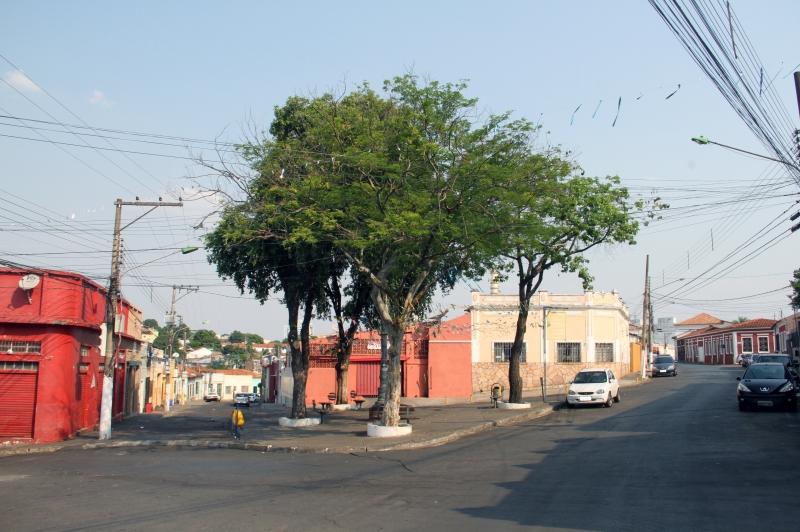 Praça da Mandioca : Prefeitura busca diálogo entre comerciantes, moradores e Ministério Público