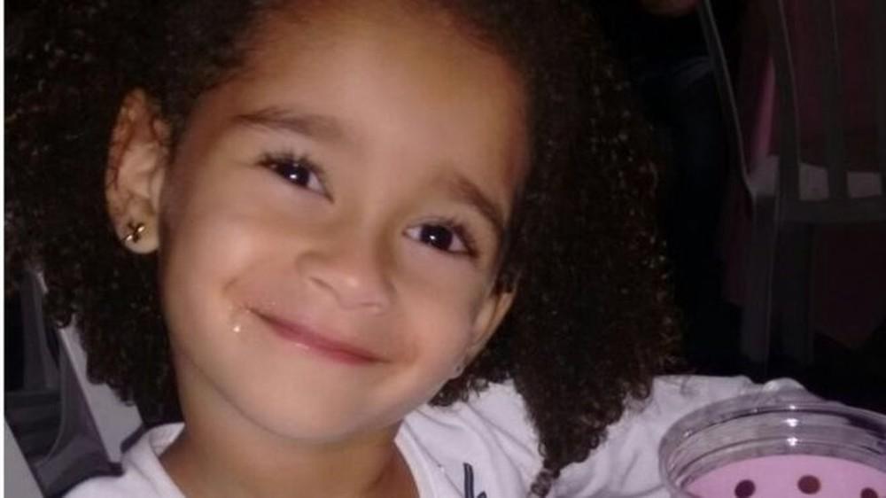 'Ela era a alegria de todos': A dor da família da menina morta 'duas vezes' em incêndio em creche em MG