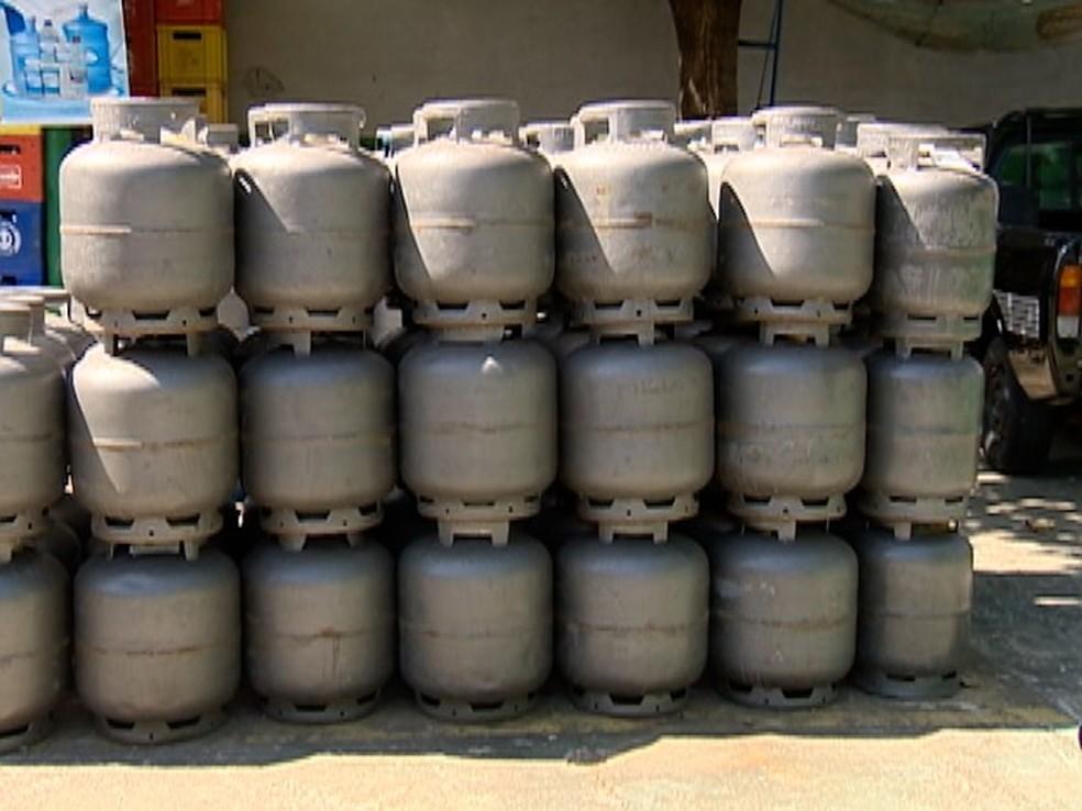 Petrobras eleva preço do botijão de gás em 12,9% a partir desta quarta.