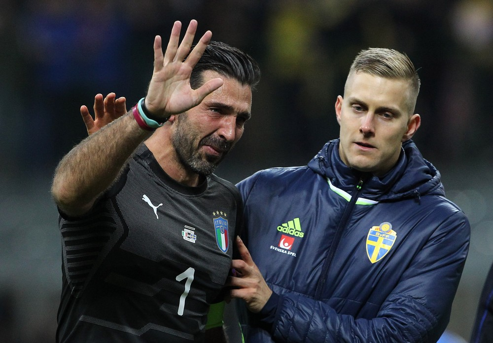 Emocionado, Buffon deixa a seleção italiana: