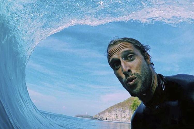 Bonito, calmo e saudável: suicídio de surfista choca amigos