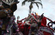 Papai Noel é alvo de pedradas de crianças ao ficar sem balas