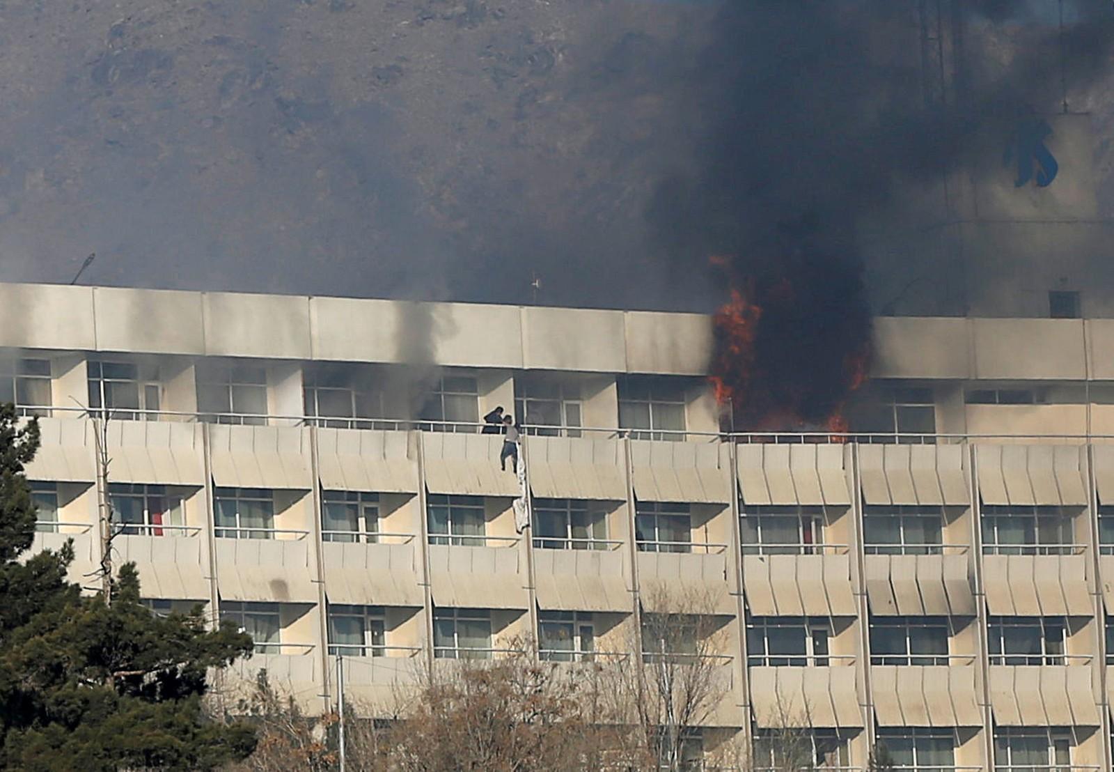 Sobe para 18 número de mortos em ataque a hotel de luxo na capital afegã