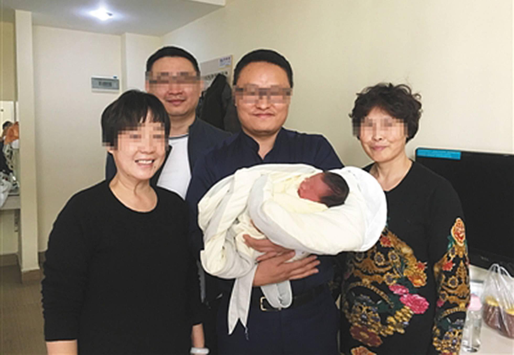 Bebê nasce quatro anos depois da morte dos pais na China