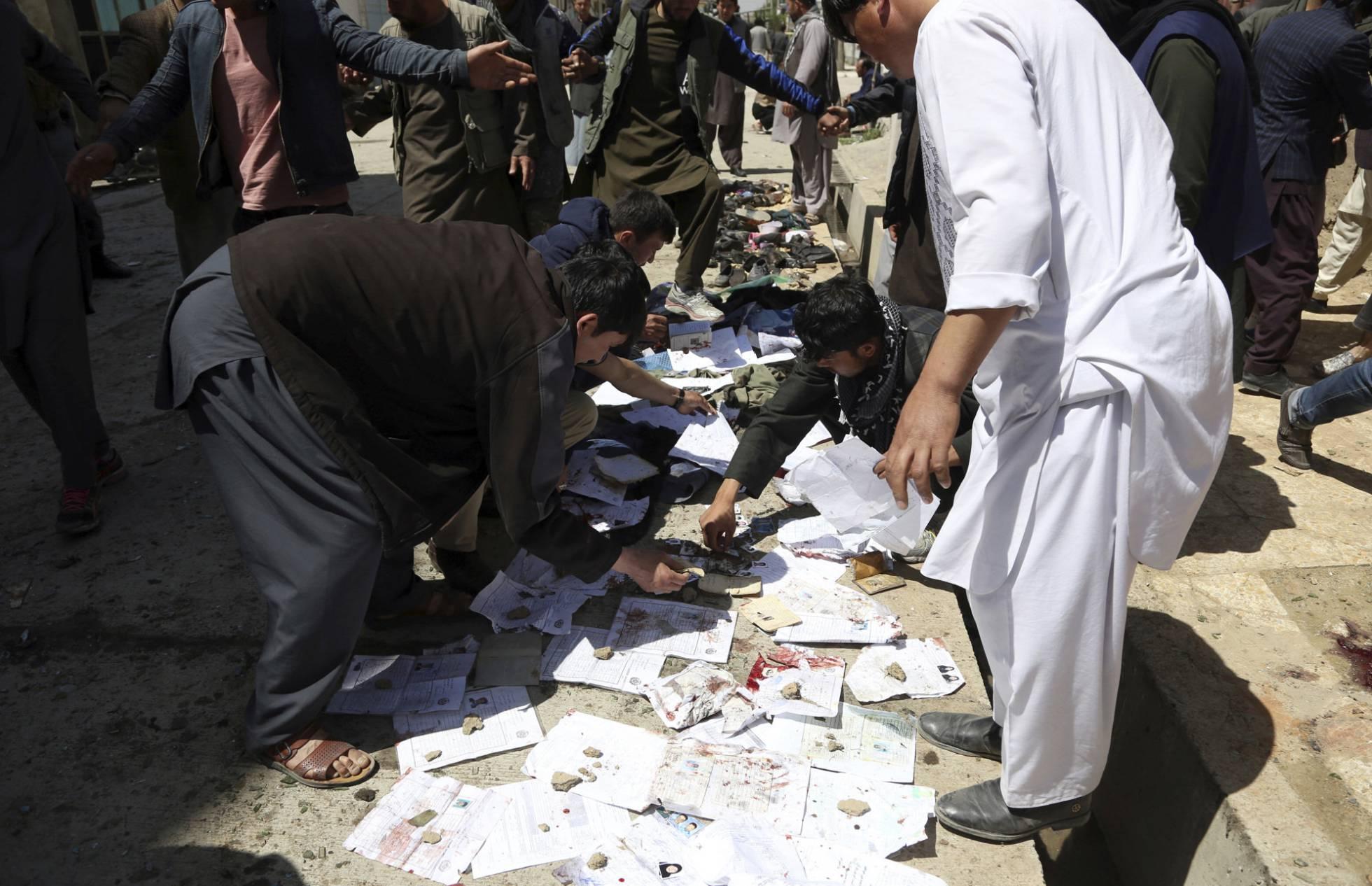 Atentado suicida contra um cartório eleitoral em Cabul deixa 57 mortos