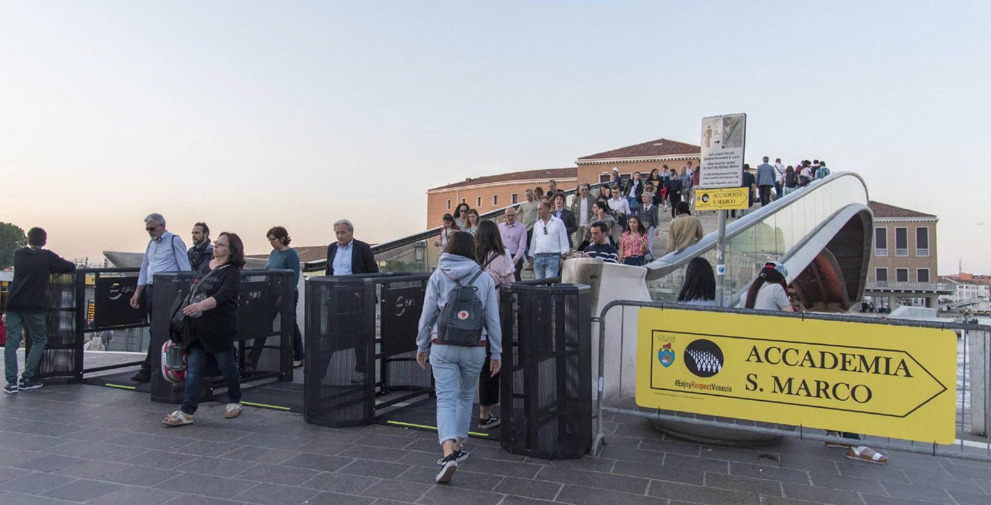 Veneza inaugura com polêmica as catracas para restringir a entrada de turistas