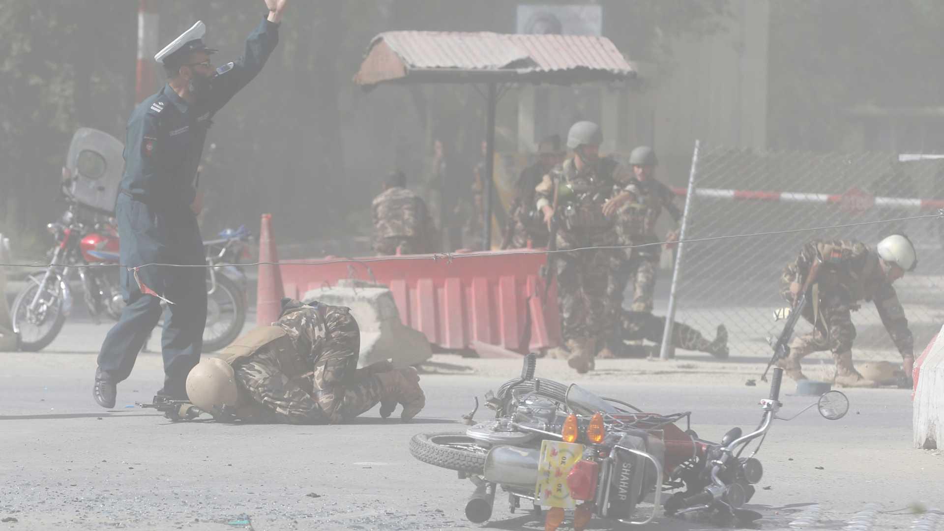Explosões em Cabul matam 25 pessoas; 9 jornalistas entre as vítimas