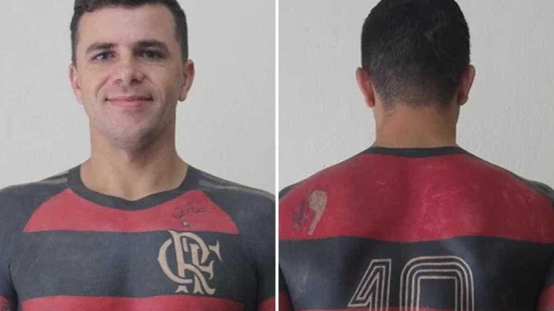 Torcedor do Fla finaliza tatuagem de camisa do clube em tamanho real ... 5e5bbcb20cbb2