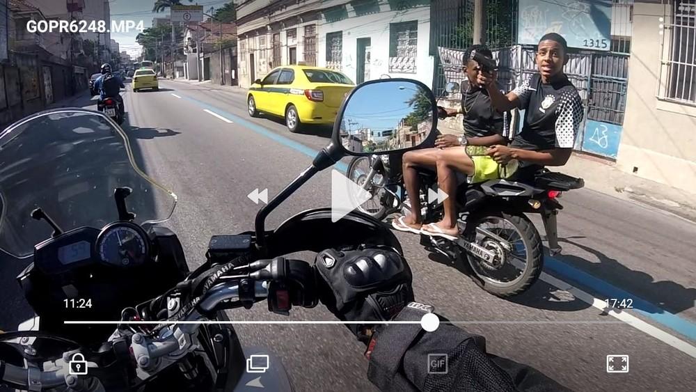 Veja Vídeo >Motociclista é baleado após assalto na Zona Norte do Rio; 'Está no susto', diz mulher da vítima