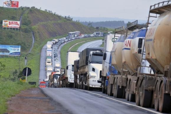 Três perguntas para entender a 'intervenção militar' de Temer contra os caminhoneiros