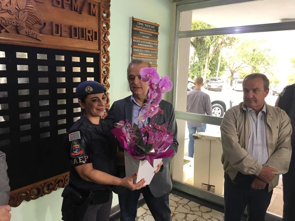 PM que matou ladrão na porta da escola em Suzano é homenageada: 'Pensei apenas em defender as mães, as crianças'