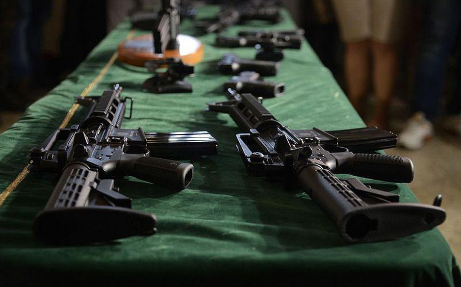 Exército entrega 100 fuzis para batalhão da PM no Rio de Janeiro