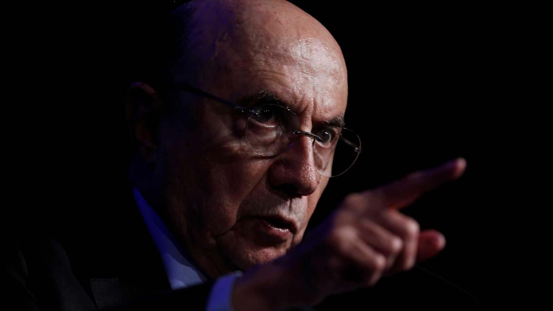 Criticado por alta de combustíveis, Meirelles condena empresários