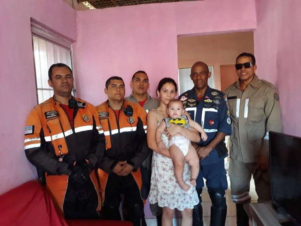 Por telefone, bombeiro ajuda a salvar bebê que ficou sufocado durante banho em Olinda