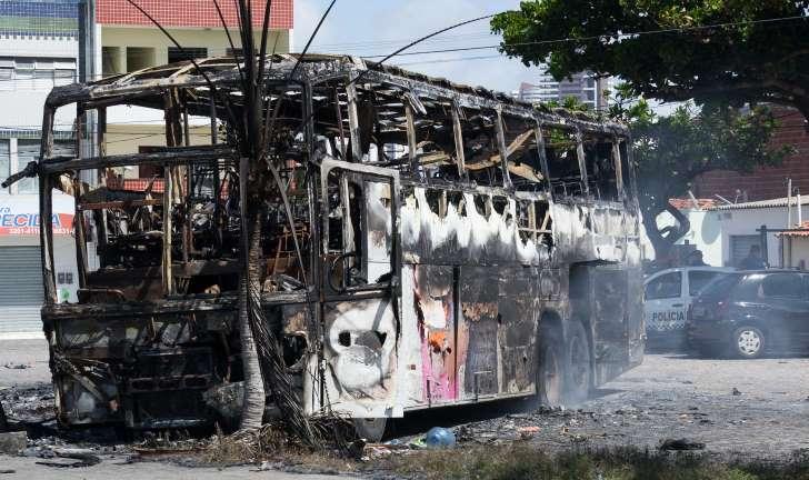 Grande Fortaleza tem 2ª noite seguida de ataques a prédios, bancos e ônibus