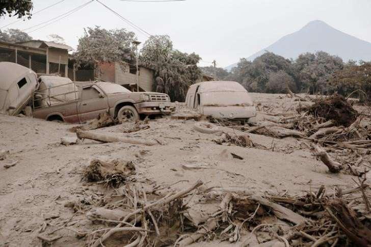 Guatemala retoma buscas depois de erupção que provocou 69 mortes