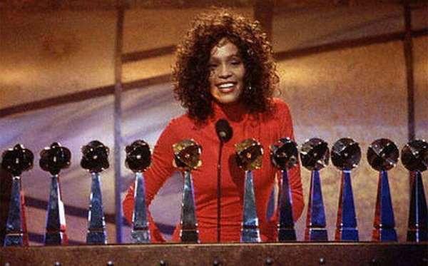 Mulher de 36 anos de idade alega ser filha desconhecida de Whitney Houston