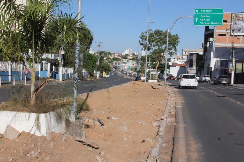 Remoção do concreto no canteiro central da Av. Mato Grosso deve ser finalizado na próxima semana