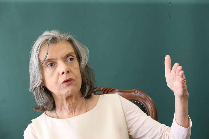 Cármen Lúcia nega que ministros do STF tomem 'decisões partidárias'