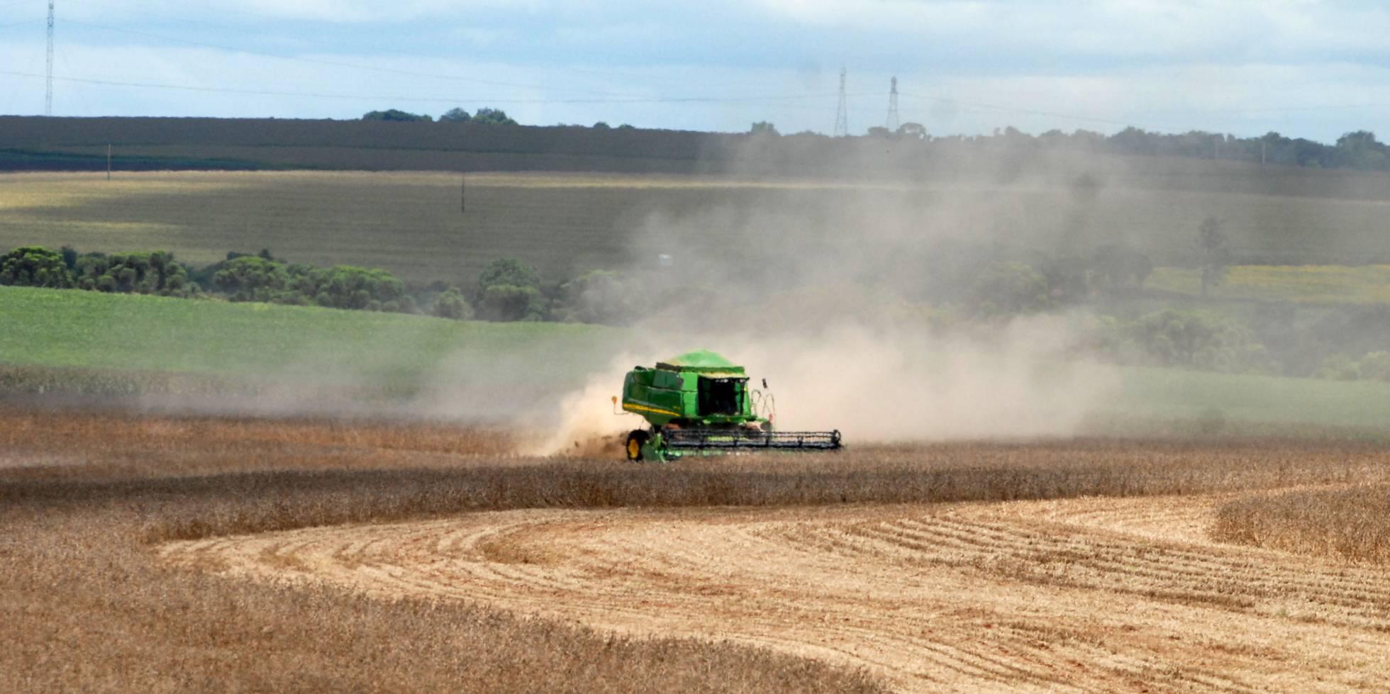 A operação para afrouxar ainda mais a lei de agrotóxicos no Brasil, na contramão do mundo
