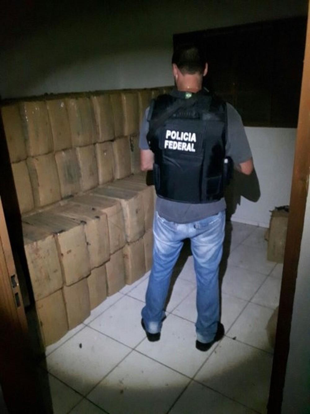 PF faz operação contra traficantes que mandavam drogas em caminhões e recebiam em joias e dinheiro