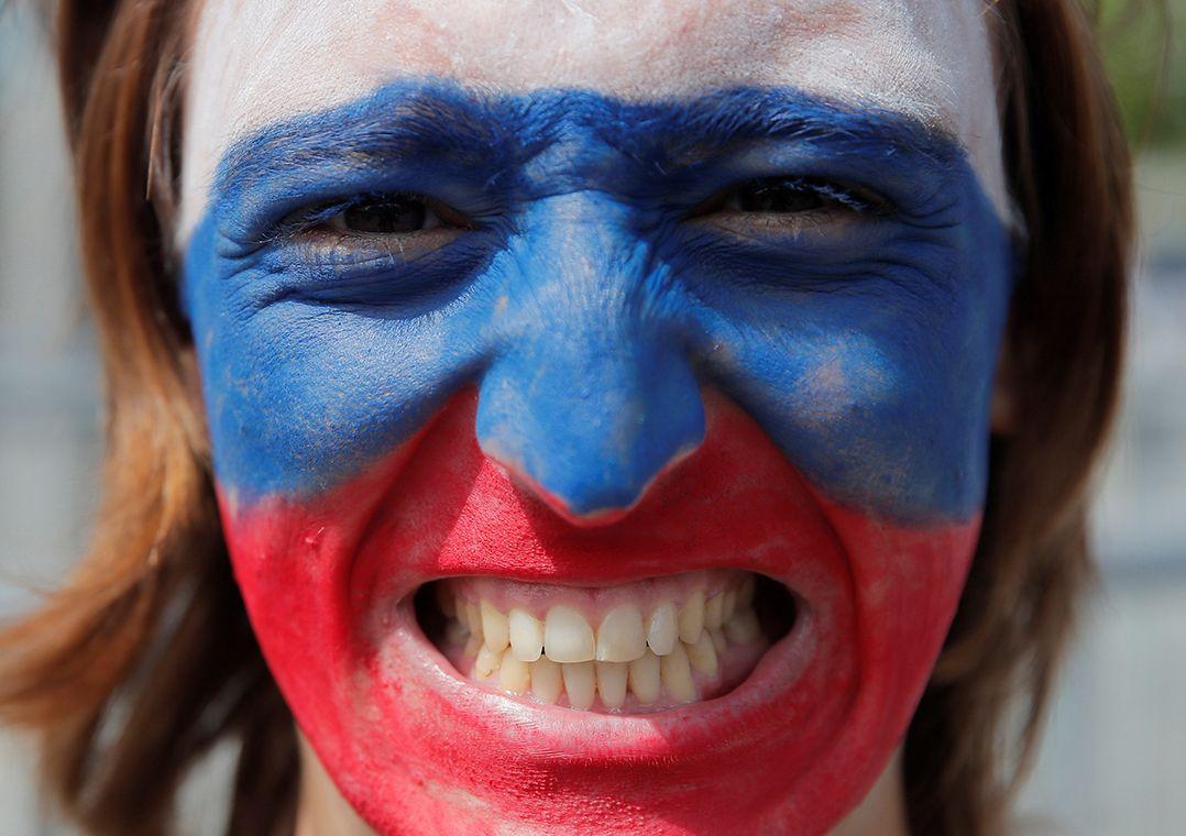 Governo russo contrata professora para convencer mais de mil russos a sorrir