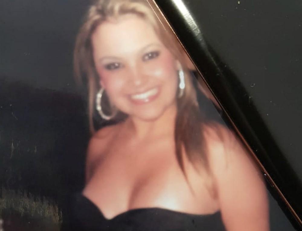 Mulher conhecida como 'loira do tráfico' é presa com R$ 40 mil em maconha e LSD