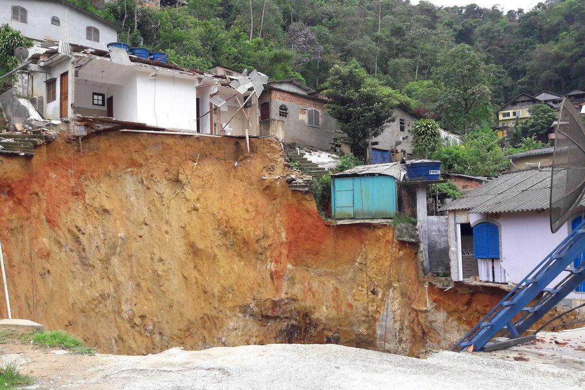 Número de brasileiros em áreas de risco passa de 8 milhões, diz IBGE